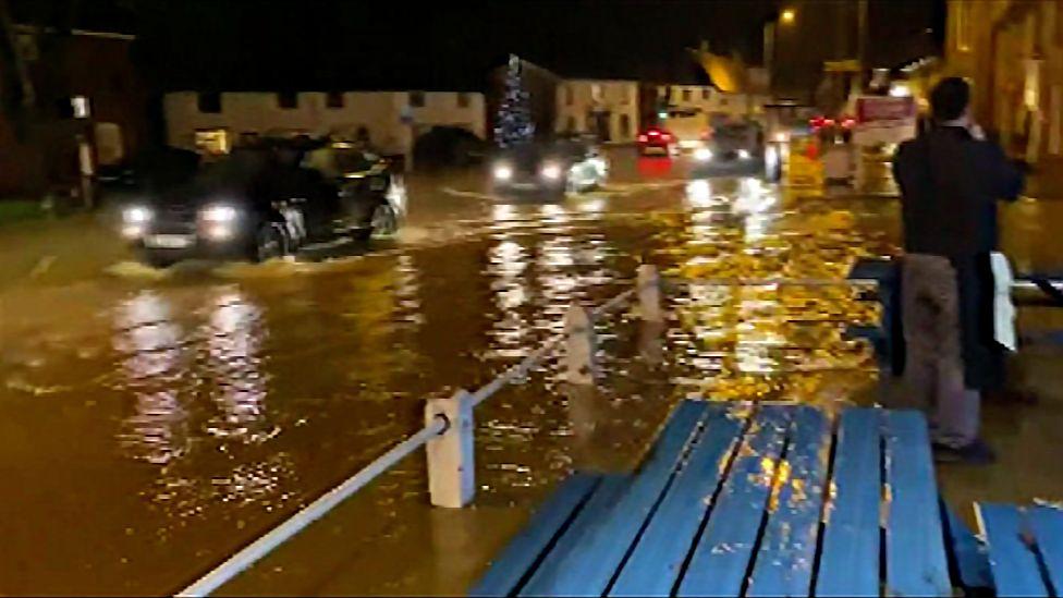 Flooded! _116237758_flood_longstratton_stevelansdell-1