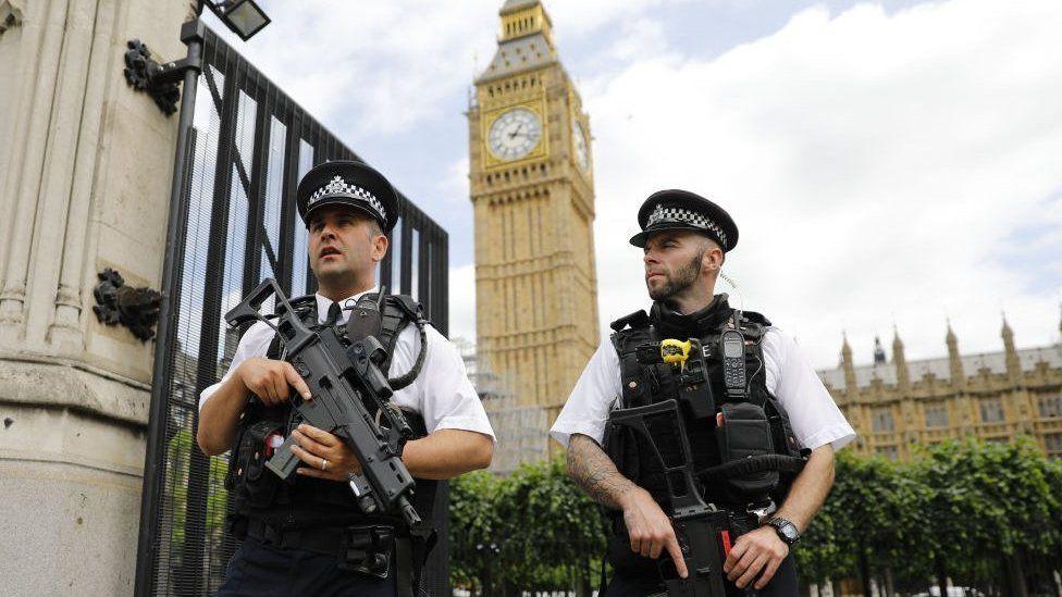 """""""Vivo con miedo todos los días"""": el aumento de las amenazas de muerte a parlamentarias británicas tras el referendo sobre el Brexit"""