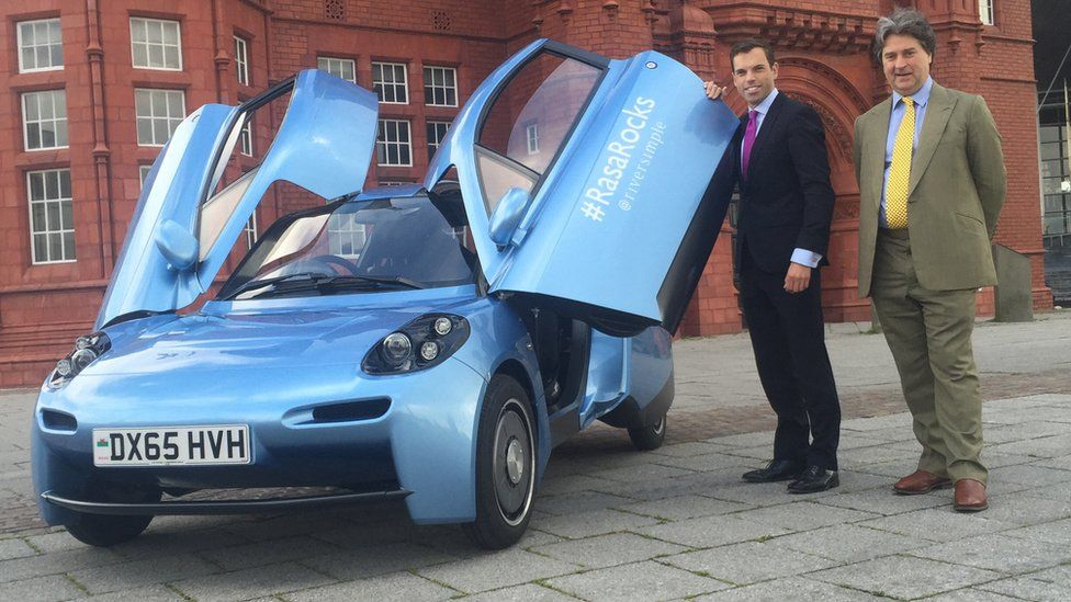 Ken Skates and Hugo Spowers, Founder of Riversimple with the hydrogen fuelled Rasa