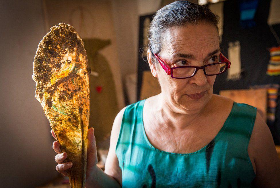 Chiara holding clam
