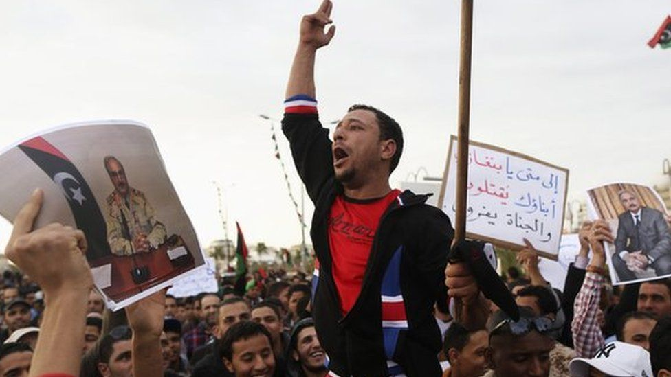 Men carrying pictures of former Libyan commander Khalifa Haftar protest against the General National Congress (GNC) in Benghazi (28 February 2014)
