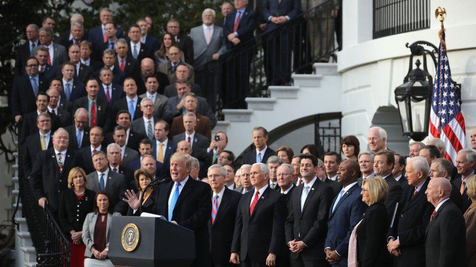 Con el control del Congreso y de la Casa Blanca, los republicanos pudieron acordar unilateralmente el recorte de impuestos de 2017.