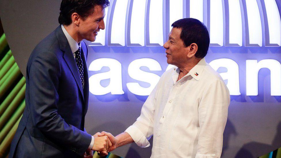Canada's Prime Minister Justin Trudeau shakes hands with Philippine President Rodrigo Duterte in Manila in November 2017
