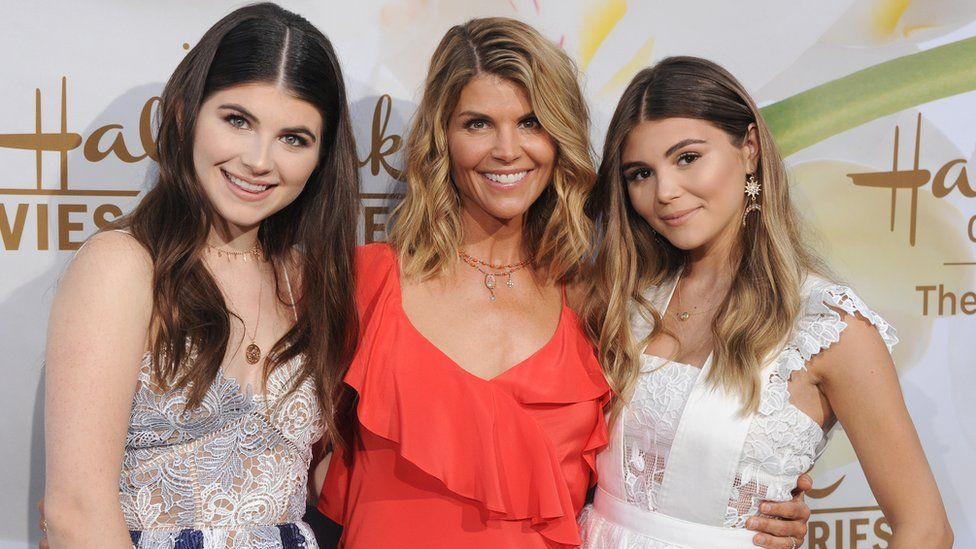 Lori Loughlin (middle) with daughters Olivia Jade Giannulli (R) and Isabella Rose Giannulli