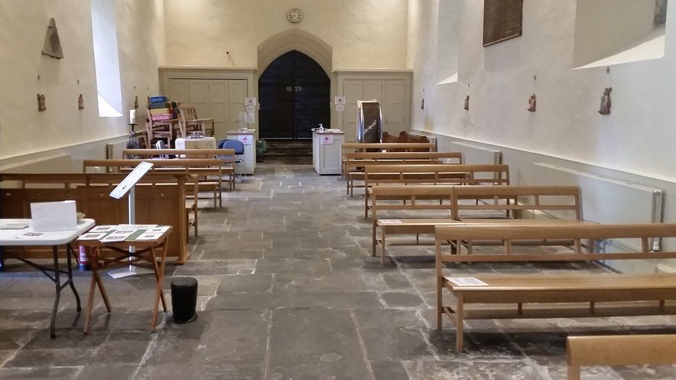 pews spread out