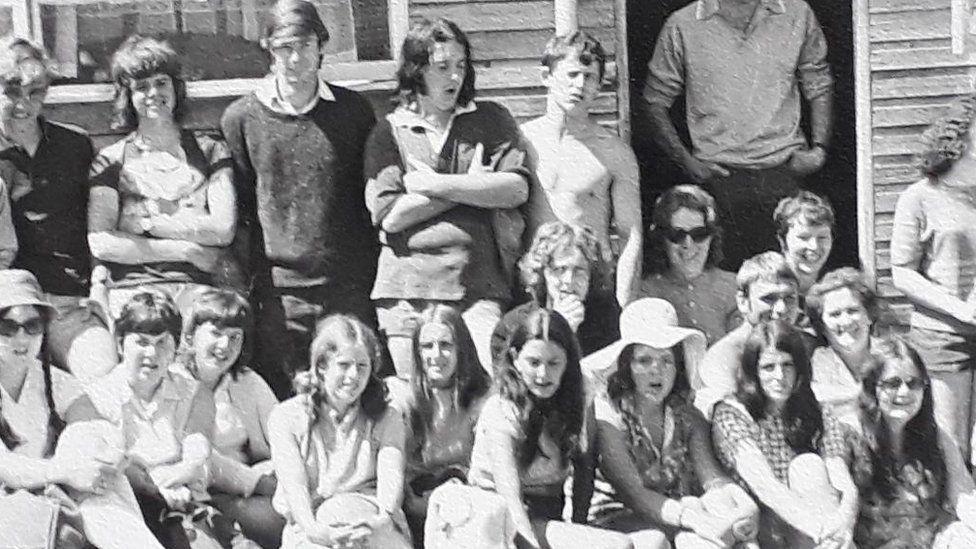 Swogs a staff Llangrannog yn 1971