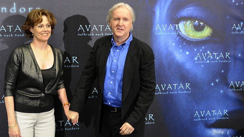 Sigourney Weaver and James Cameron with Avatar ad.