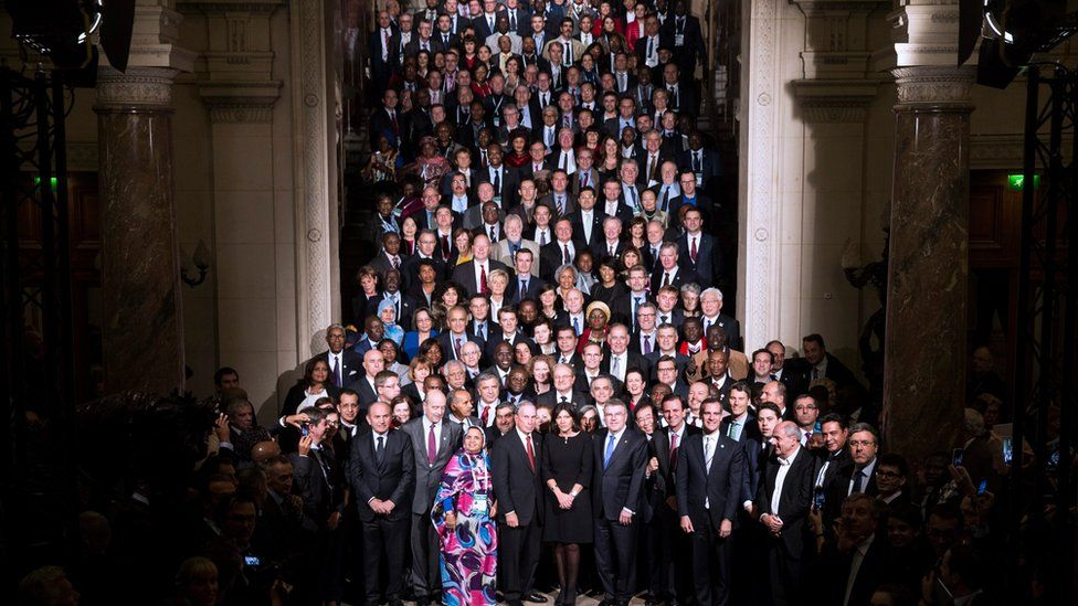Family photographs of mayors in Paris on 4 December, 2015