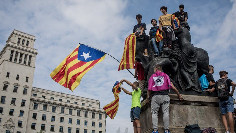 Image shows supporters of Catalan independence gathering in Barcelona on 2 October