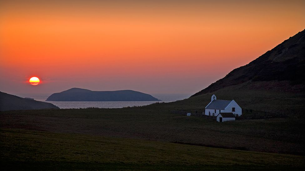 Eglwys Mwnt ac Ynys Ceredigion