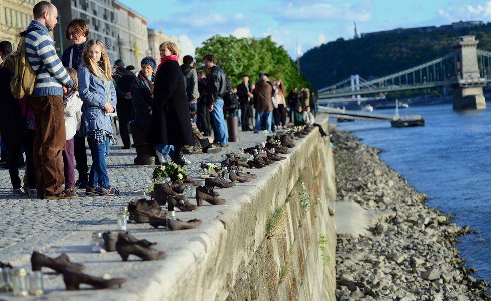 Budapest memorial, 16 Apr 14