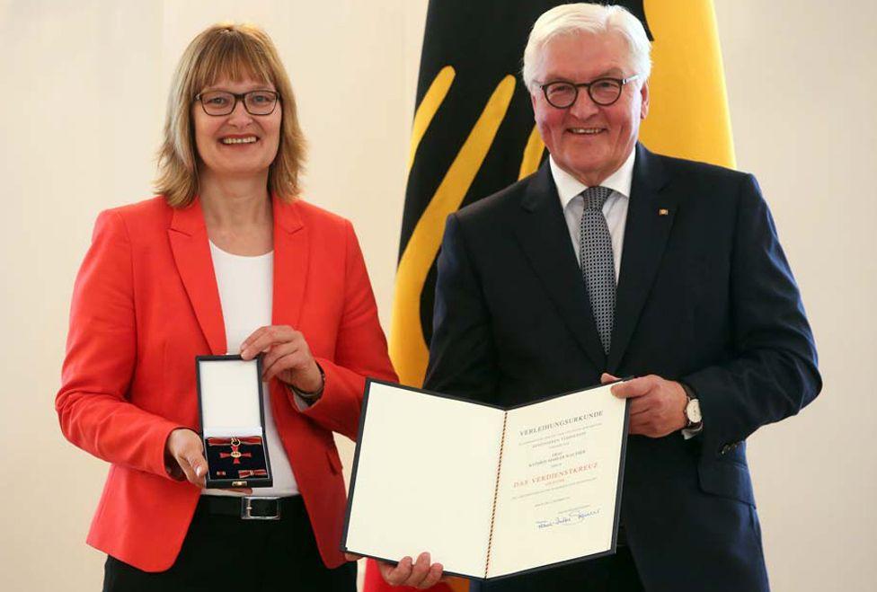 Activist Kathrin Mahler Walther (L) receives award from German President Frank-Walter Steinmeier, 2 Oct 19