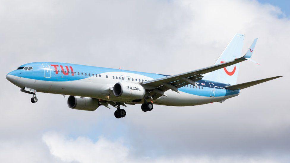 A Tui Airways Boeing 737