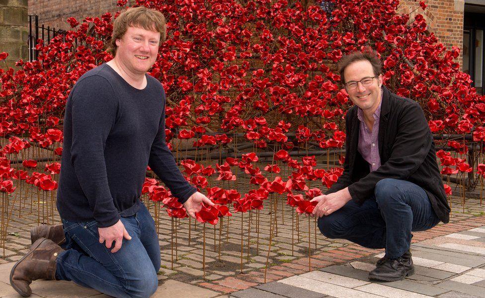 Paul Cummins (Left) and designer Tom Piper (Right) with ceramic poppies