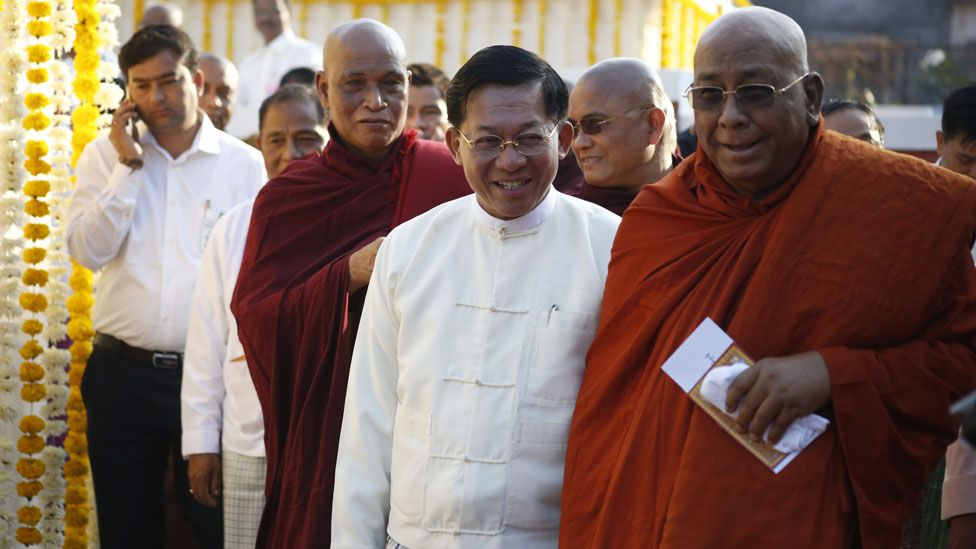 Senior Gen Min Aung Hlaing circles the King's tomb with the Sitagu Sayadaw, the second most senior monk in Burma