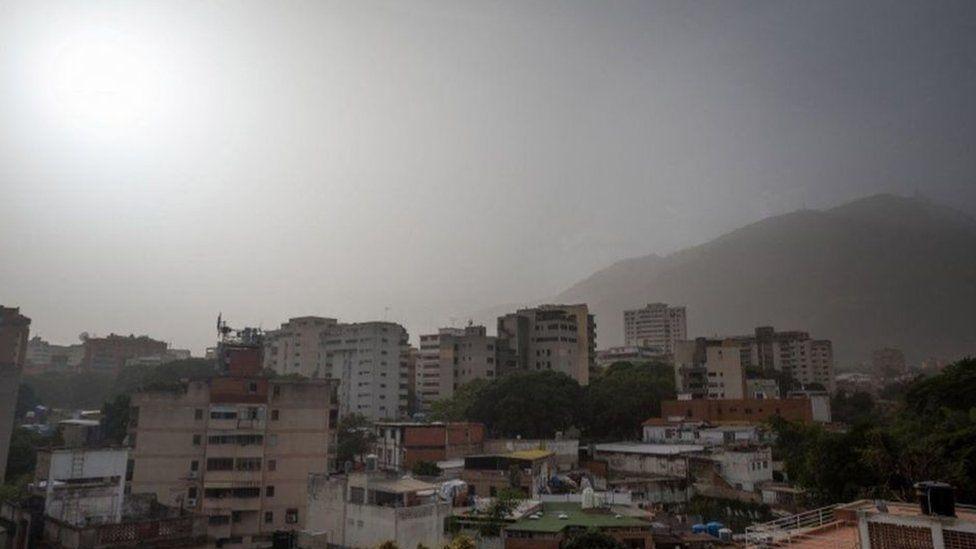 Karakas'ın üzerindeki toz bulutları.