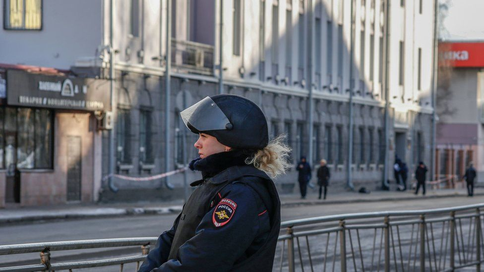 A police officer outside the FSB offices in Arkhangelsk