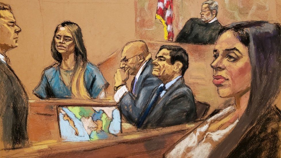 """Lucero Guadalupe Sanchez Lopez, girlfriend (2nd L) of accused Mexican drug lord Joaquin """"El Chapo"""" Guzman (2nd R), testifies as Guzman""""s wife Emma Coronel (R) looks on from the gallery"""