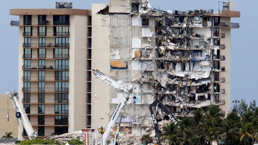 Miami building collapse: Demolition date brought forward - BBC News