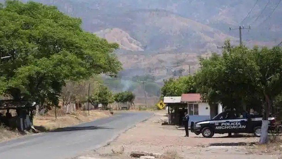Pemandangan jalan menuju Aguililla