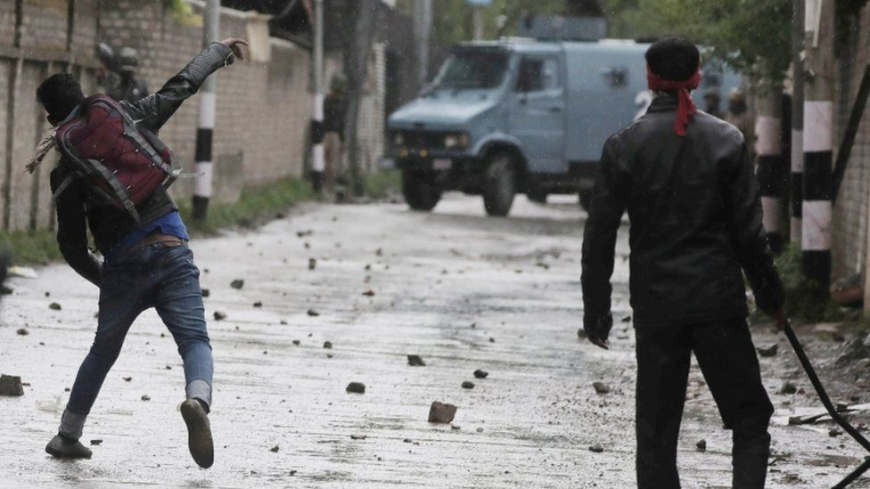Kashmiri student throws stone at police during clashes outside Government Kashmir Polytechnic College in Srinagar, 29 April 2017