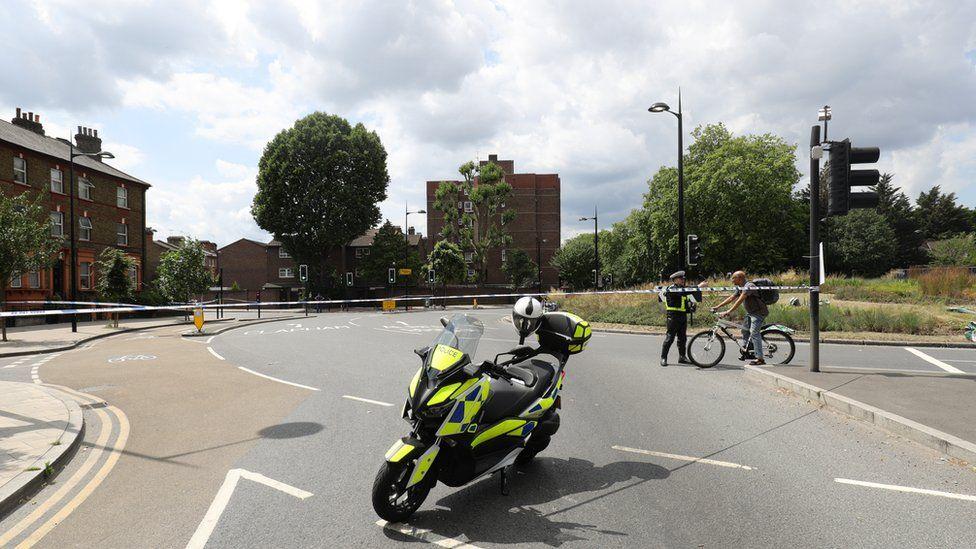 Queen Circus roundabout, Battersea