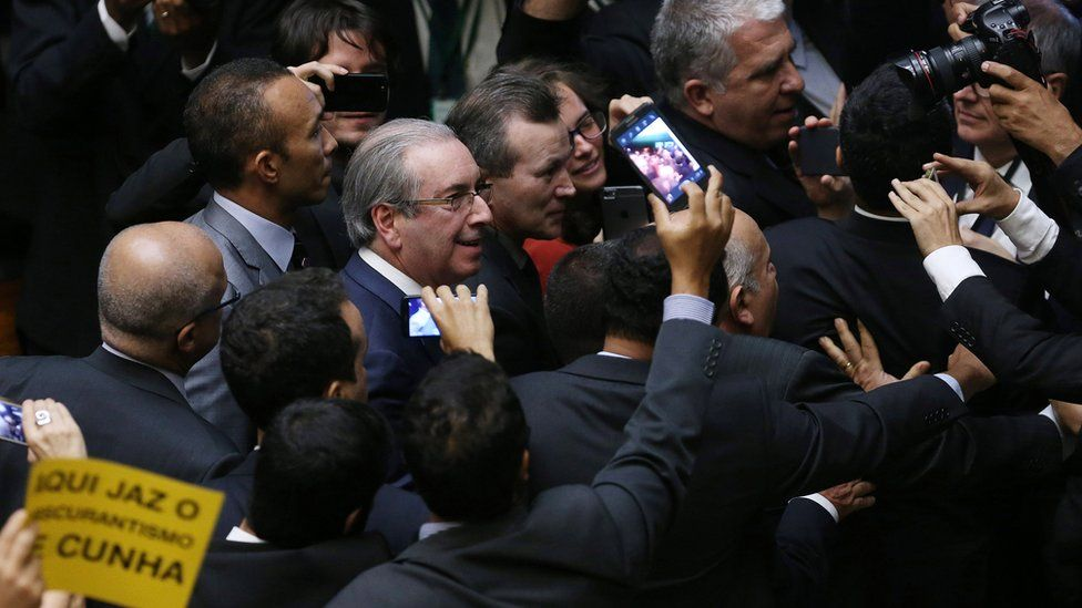 O que acontece agora com o dinheiro de Cunha na Suíça?