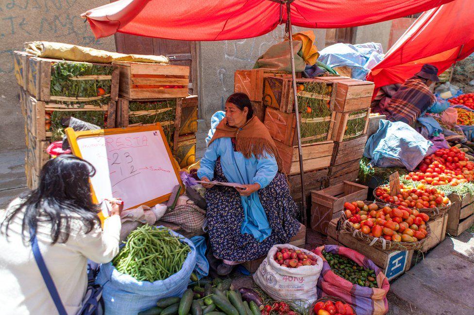 Keyla Guzman Velez teaching basic maths in the Rodriguez market