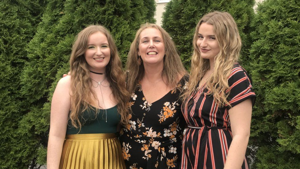 (L-R) Amelia Bambridge with her mother Linda Bambridge and her sister Georgie