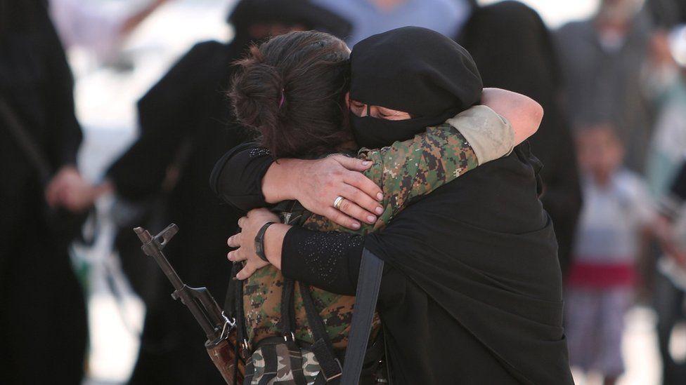 Manbij woman hugs female SDF fighter (12 August)