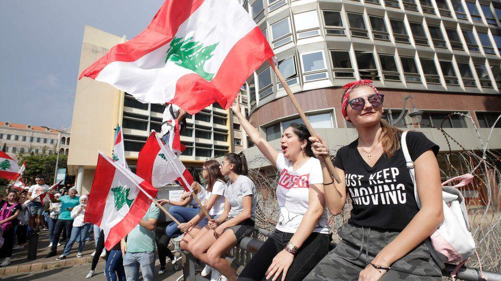 لماذا نزل اللبنانيون للشارع؟