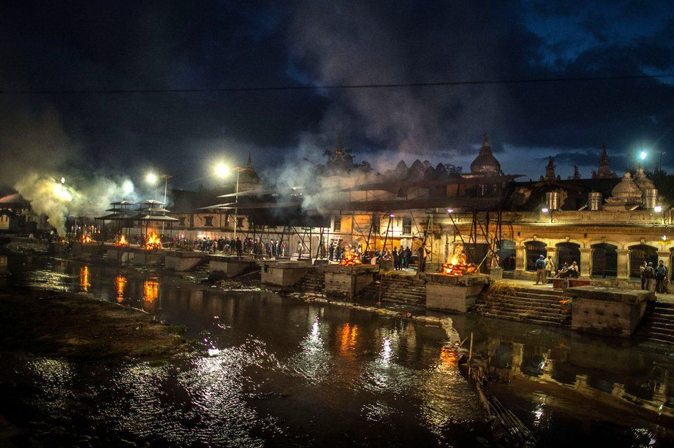 Victims of an earthquake are cremated at Pashupatinah Temple in Kathmandu, Nepal, 30 April 2015