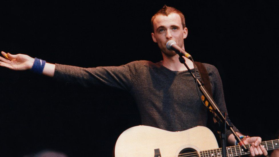 Fran Healy of Travis performs on stage at the Glastonbury Festival on June 27th, 1999