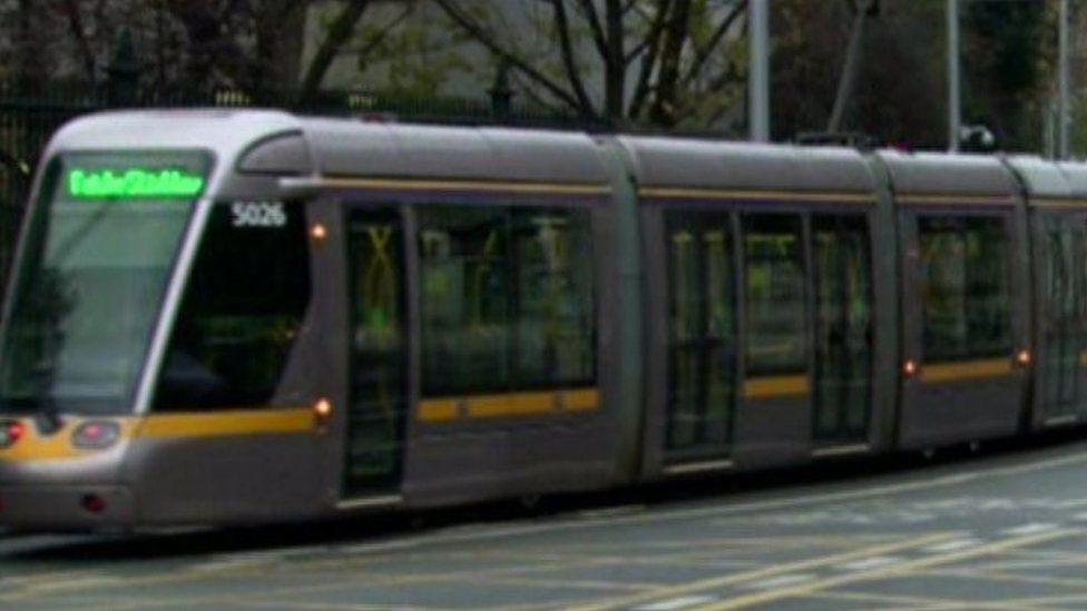 Dublin, Luas: Cyclist dies after being struck by tram