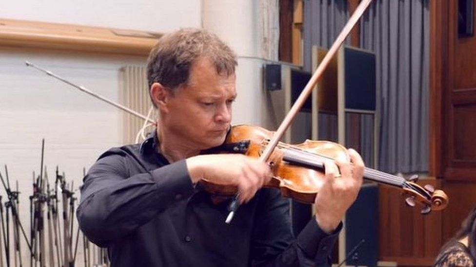 Violinist Stephen Morris