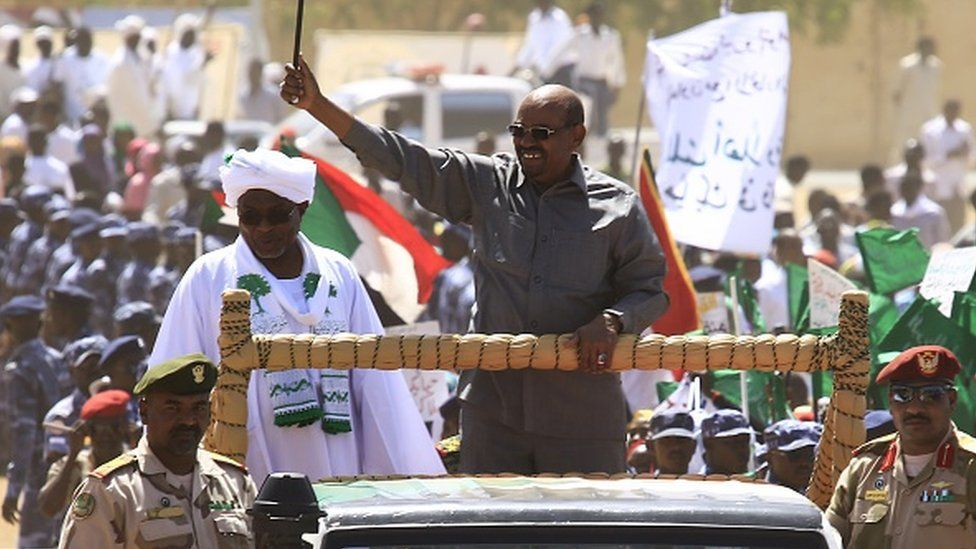 Sudan's President Omar al-Bashir (C) waves to the crowd during a campaign rally for the upcoming presidential elections in El-Fasher, in North Darfur, on April 8, 2015