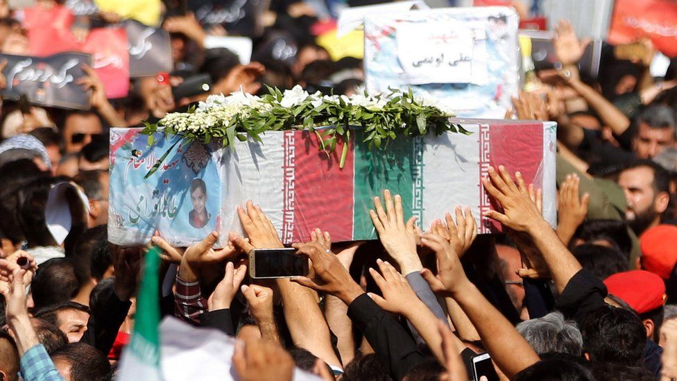 Iranians carry the coffins of people killed in the attack on a military parade in Ahvaz (24 September 2018)