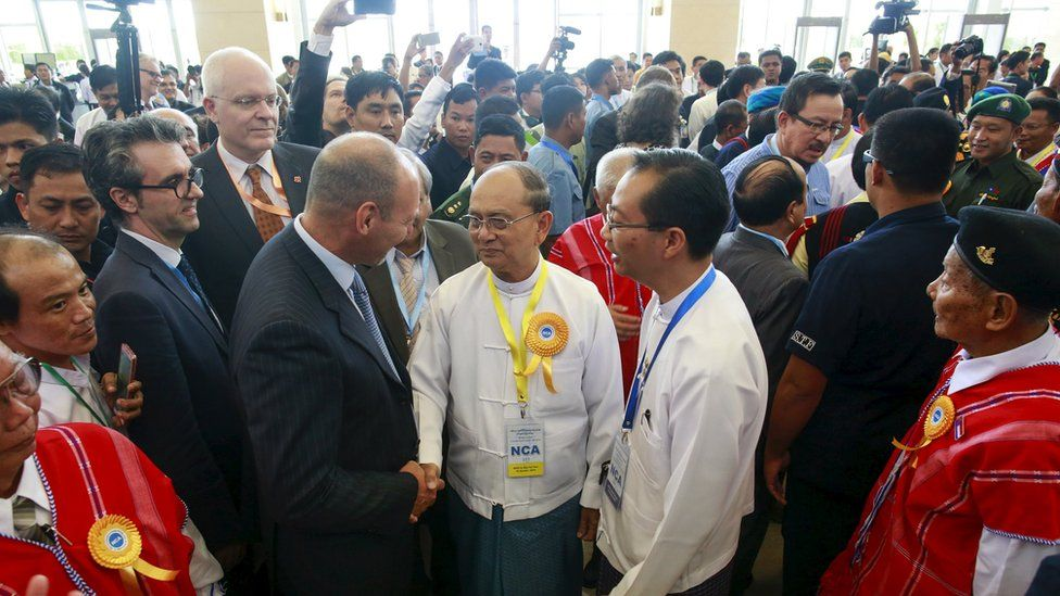 """Myanmar""""s President Thein Sein greets international witnesses to the peace deal in Nay Pyi Taw (15 Oct 2015)"""