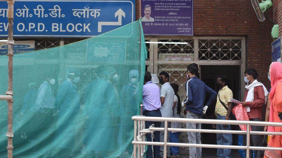 A line outside a Delhi state hospital