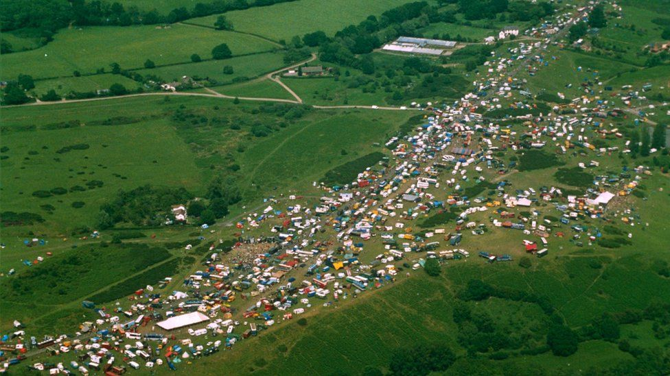 Castlemorton Common rave crowd