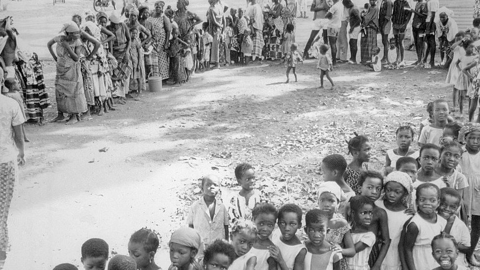 People queuing for smallpox vaccination in Niger 1969