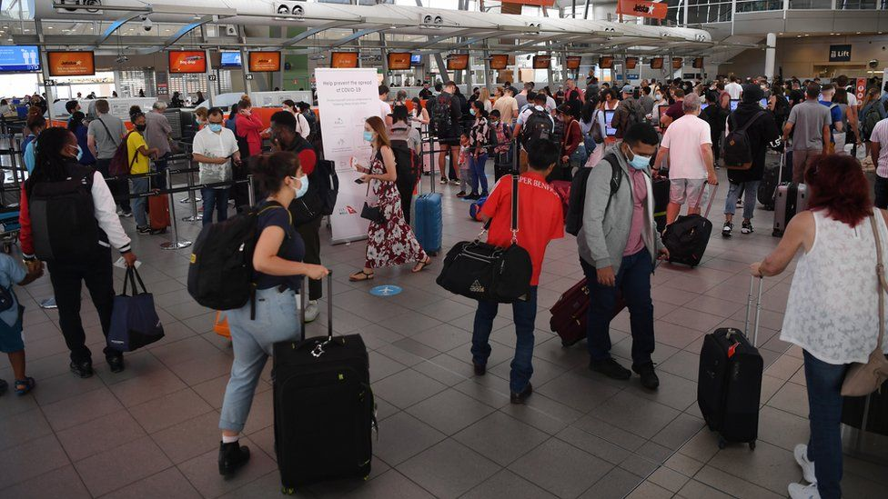 People line up at Sydney Domestic Airport, as they try to depart for interstate destinations on 20 December 2020