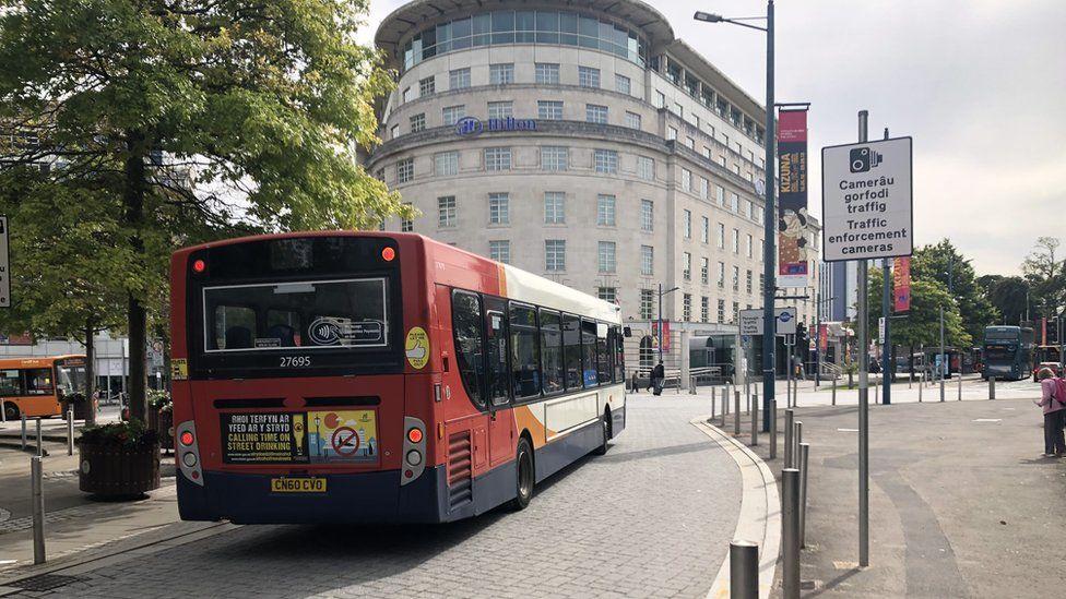 Bws ar Kingsway, Caerdydd