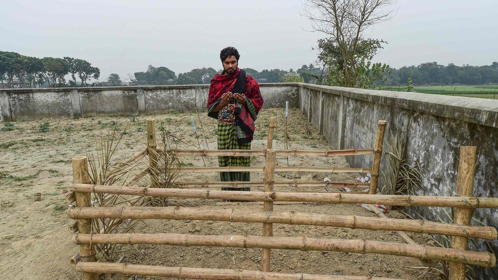 Hamida Begum's son Mukul Seikh at her graveside
