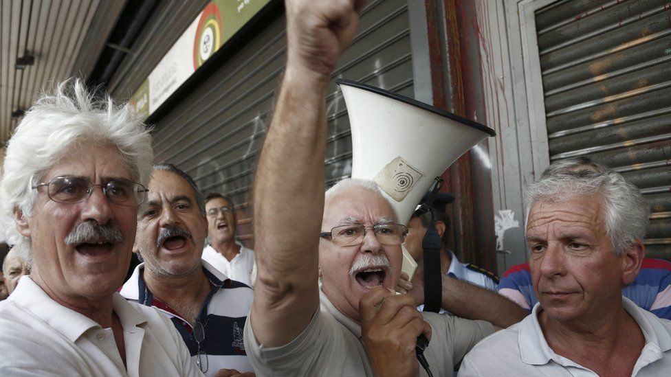 Pensioners shout slogans as they take part in a protest against the cuts in their pensions outside the Labour Ministry in central Athens, Greece, 06 September 2016.