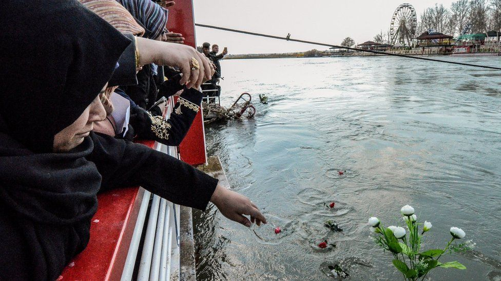 Mosul ferry sinking: Iraq orders arrest of ex-governor