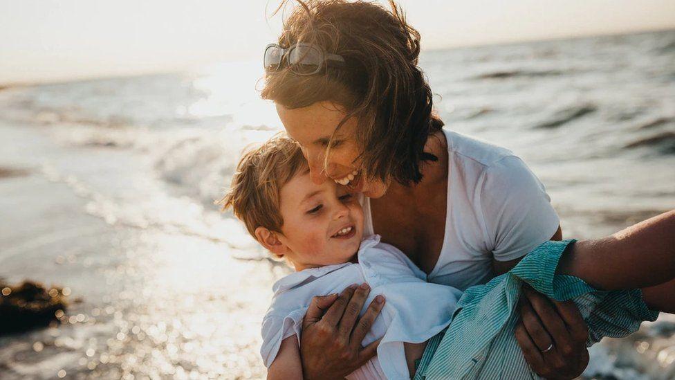 Мама і дитина, батьківство
