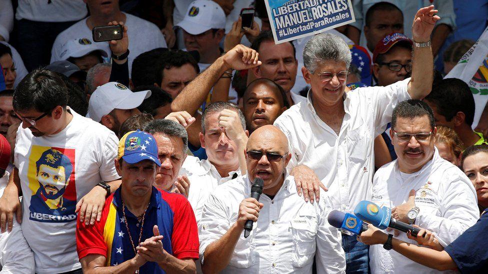 Cómo la última decisión del CNE sobre el revocatorio arrincona y divide a la oposición de Venezuela