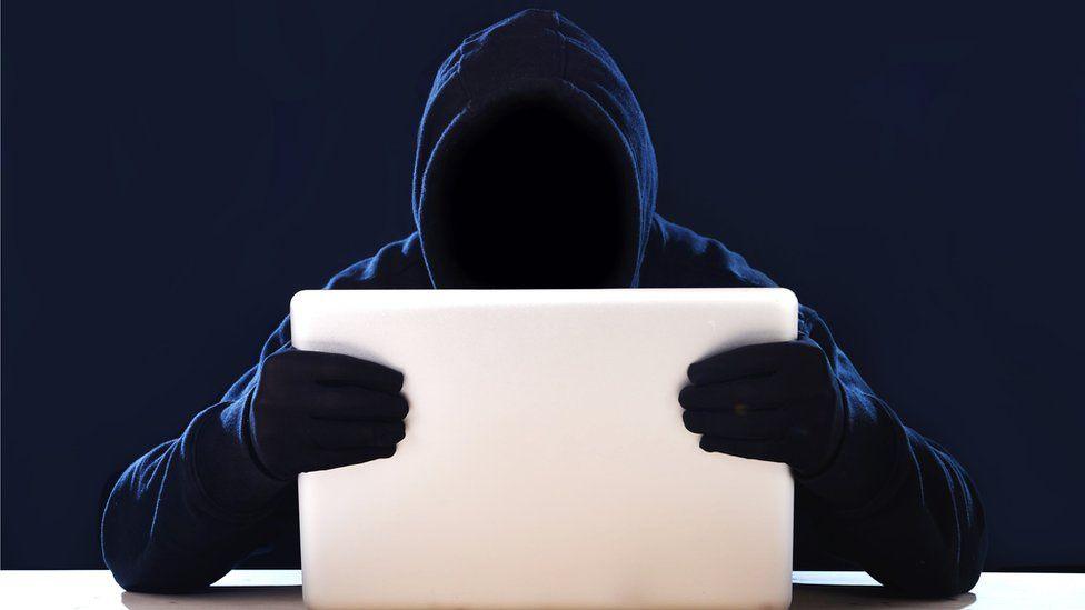 ¿Cómo saber si alguien usa tu clave y entra a tu cuenta de Facebook?