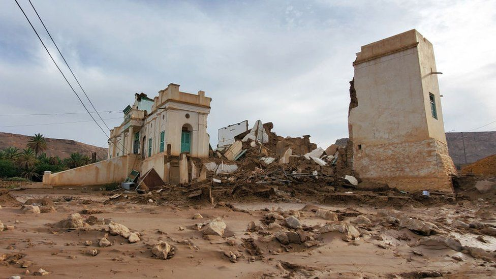 A destroyed building in Tarim, Yemen, following flooding (3 May 2021)